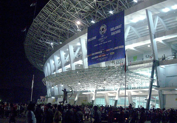 gelora_bung_karno_stadium_2c_night